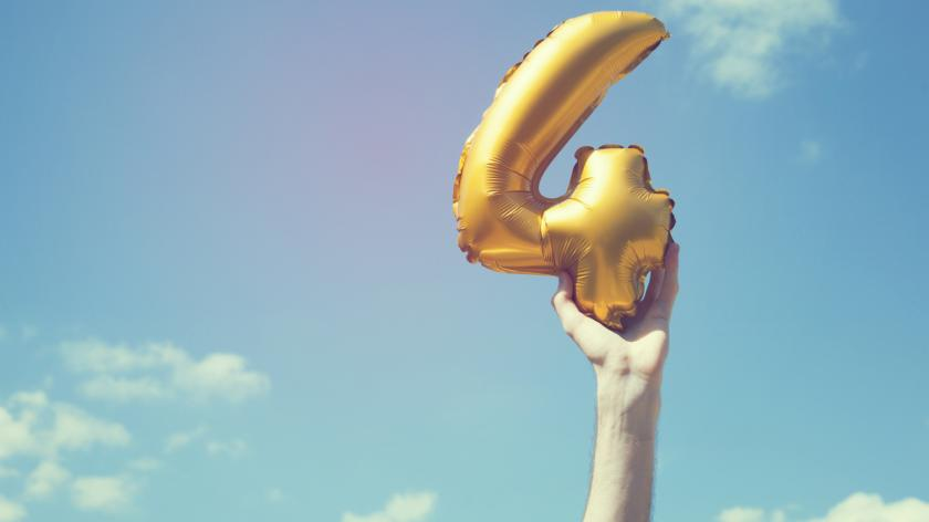 Golden number four balloon